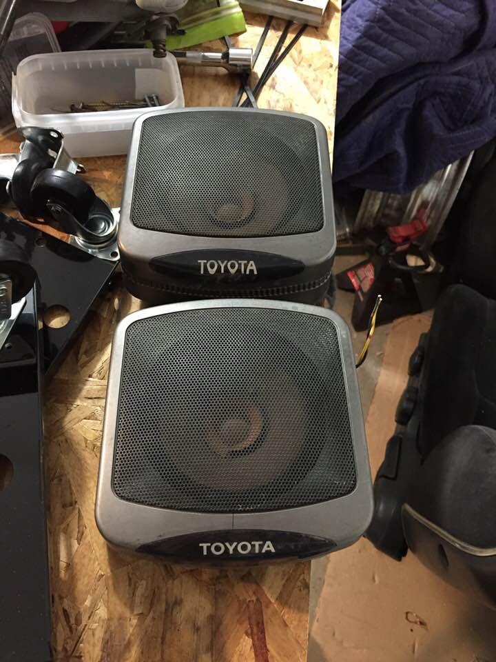 speakers.jpg.090d9f25079f15737f92d45499c1c5f4.jpg